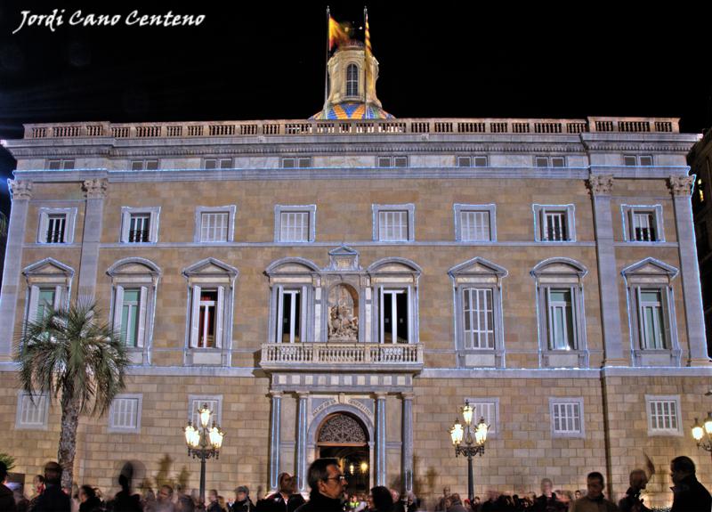 Luces de Navidad en el Palau de la Generalitat