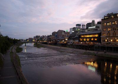 Anochecer en el río Kamo, Kyoto