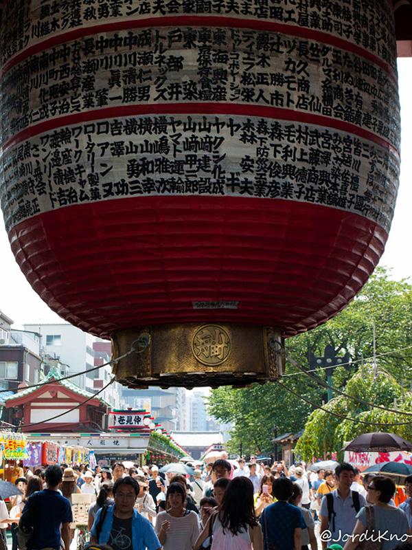Linterna de Kaminarimon, la Puerta del Trueno, al final de la Nakamise Dori
