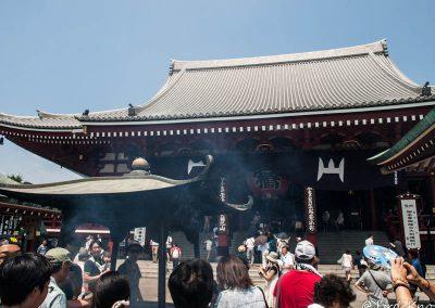 El humo de incienso es purificante para los japoneses