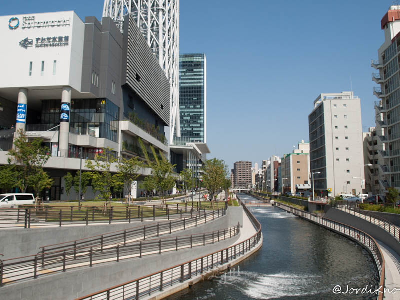 Canal al lado del centro comercial Solamachi