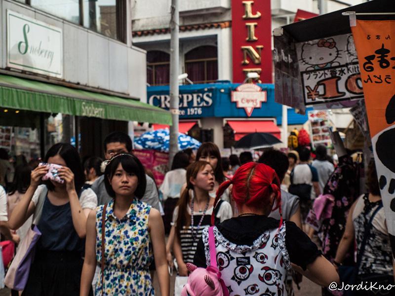 Jóvenes de compras en Takeshita Dori
