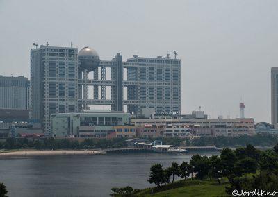 Edificio Fuji TV desde el Puente Rainbow